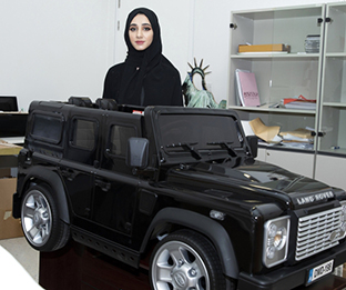 4 students at UAEU innovate a smart car with 22 properties for community services